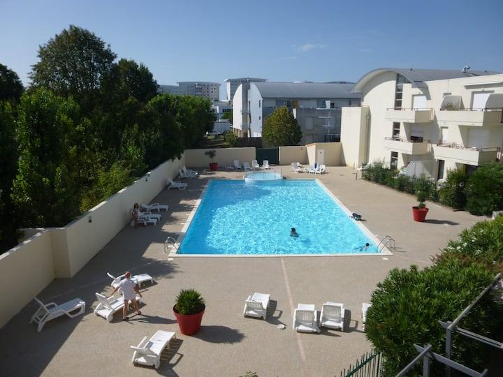 Studio exposé SUD vue piscine La Rochelle- Minimes