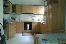 Kitchen fully equipped, apart from the oven that doesn't work.