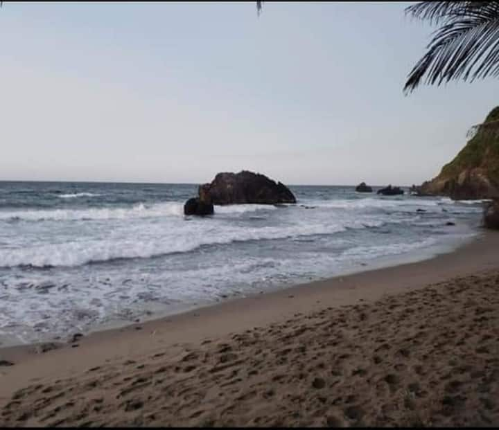 Posada frente al mar, Quebrada Seca.