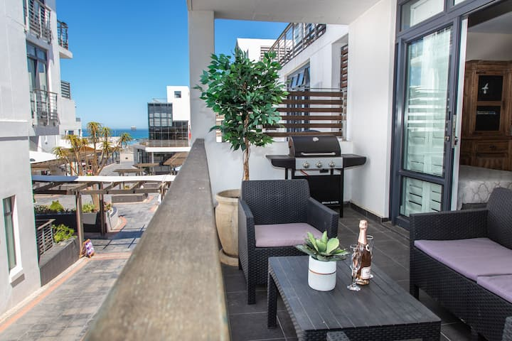 Contemporary 2 Bed Apartment 144 Eden on the Bay