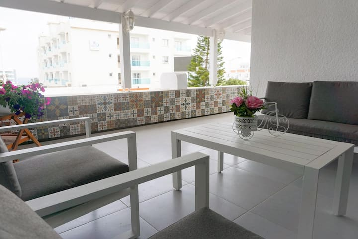Sonia's Angel House- 300 meters from the Beach, Newly Renovate Central Apartment
