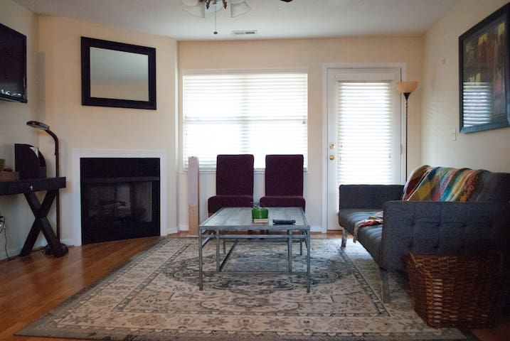 Quiet & Cozy turn key condo close to the city!