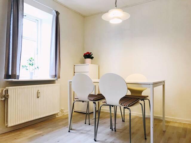 Cozy room 10 mins walk from Aalborg Centrum