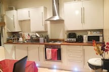 Double Bed in single room. Near tube