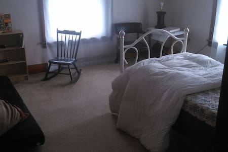 Private, budget friendly, 3 BDRM - Palmyra - Appartement