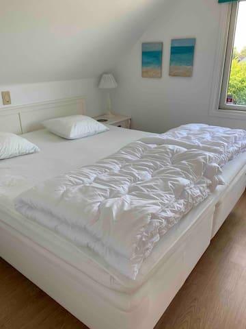Sovrum 5 på övervåningen med 180 säng