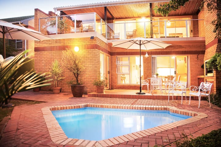 Feather Nest Guest House | Family Suite - Oudtshoorn - Bed & Breakfast