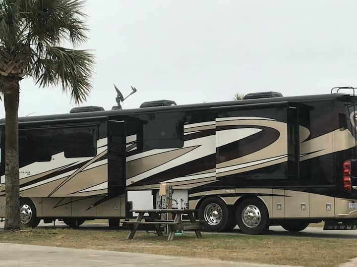 Luxury Motorcoach on Wheels!  Locally Moved!