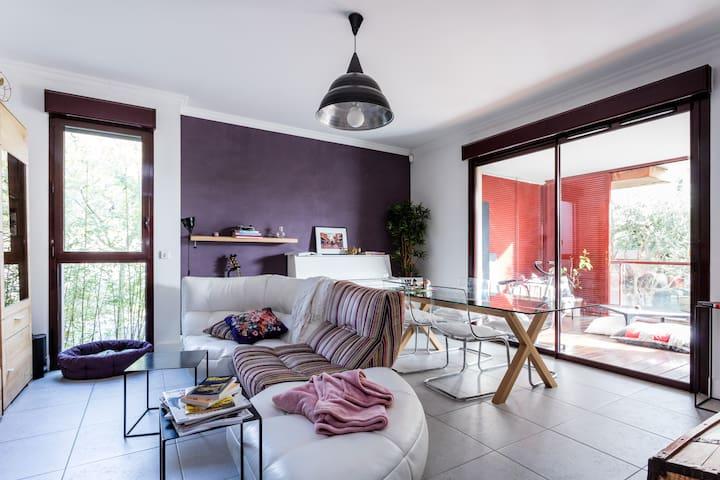Bel appartement agréable ac terrasse, proche tram