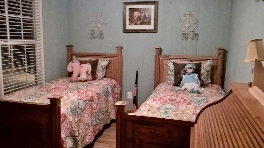 Bedroom 2: twinbeds with own tv ideal for childrens room