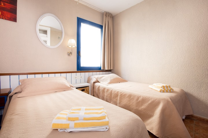 Habitación confortable con dos camas individuales