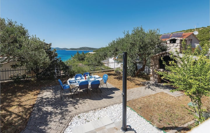 Awesome home in Primosten with WiFi and 2 Bedrooms