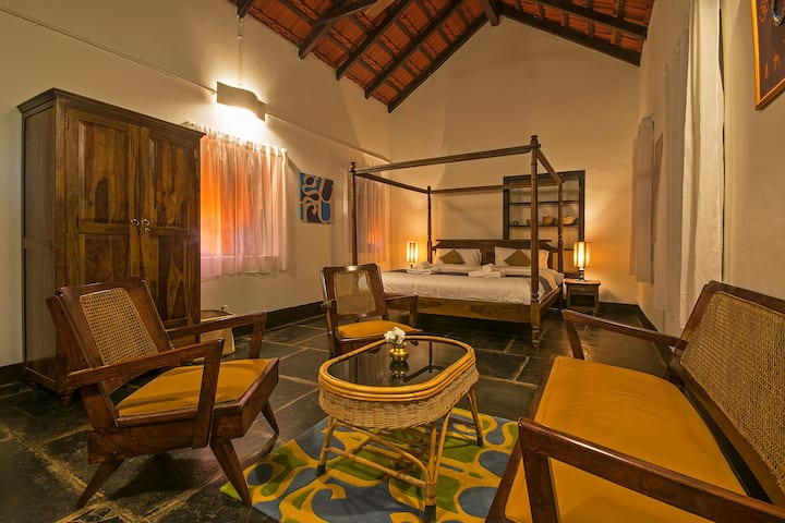 Heritage Stay near palace King Bed with bathroom