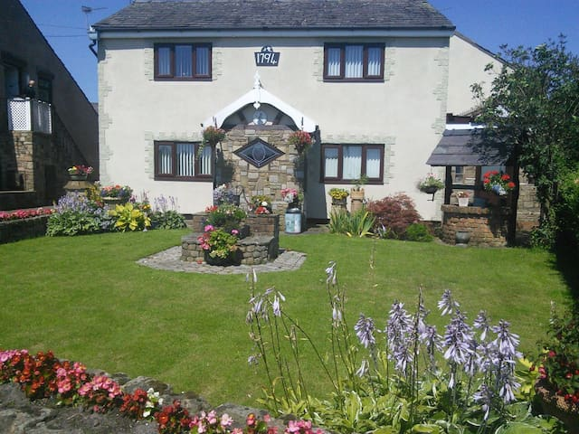Heskin Farm B&B. 26 years experience. Good links