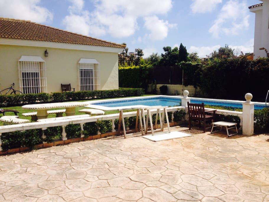 Magn fica casa con piscina chalets en alquiler en el for Piscina municipal el puerto de santa maria