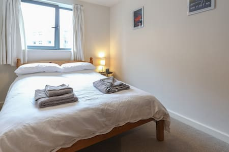 Charming Room very close to Train Station