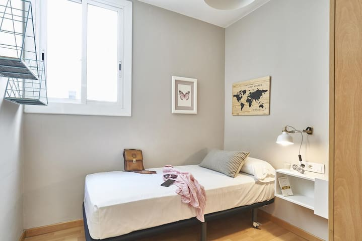 Single  room in a super comfy and spacious flat