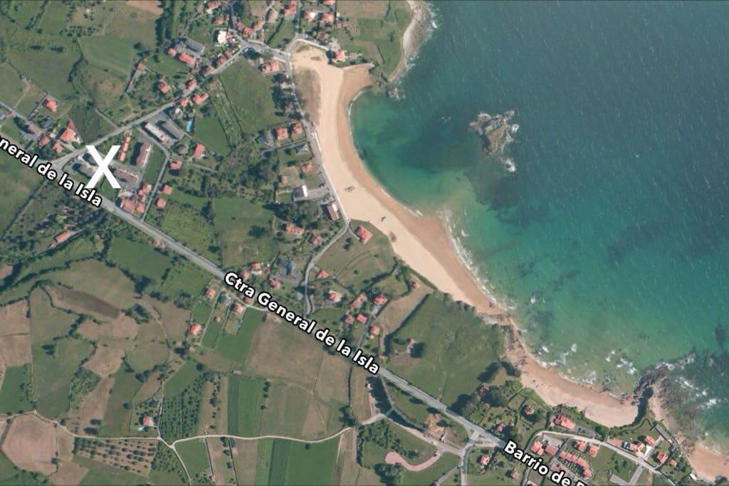 Permite ir caminando a tres playas: La Isla, El Barrigón o La Espasa