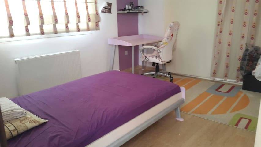 bedroom with king size single bed