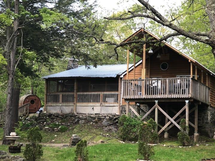 Main House, Springwood Cottages Resort & Marina