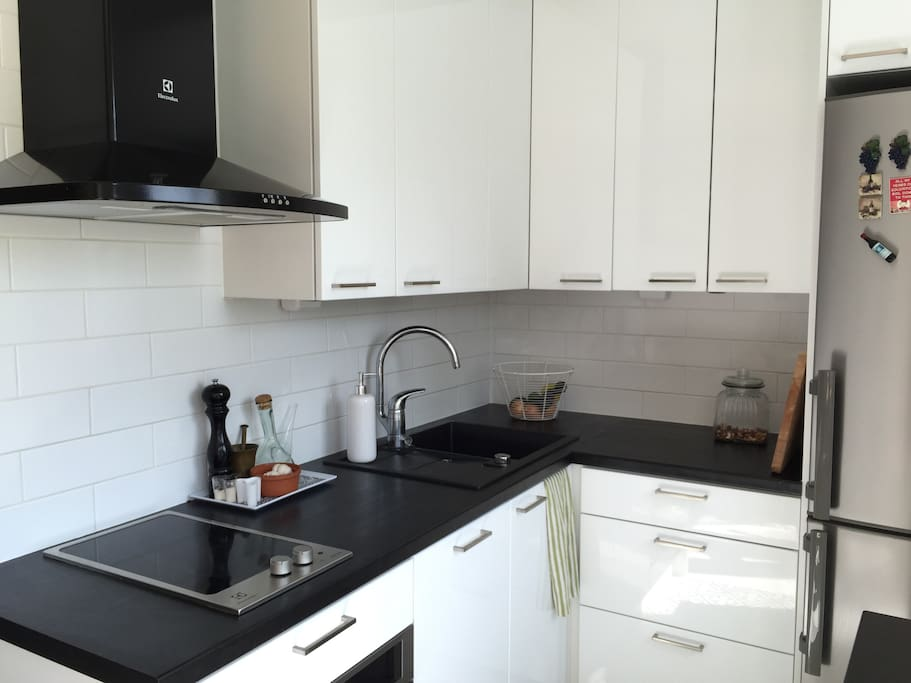 Fully equipped kitchen with washing machine, oven, micro-oven