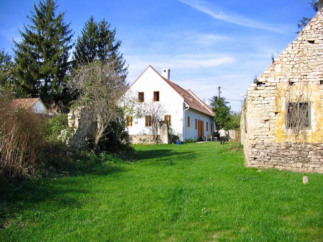 Charming cottage within 5km from North Balaton - Vászoly - House