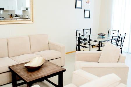 Habitación privada Master con A/C, TV , WiFi Cable