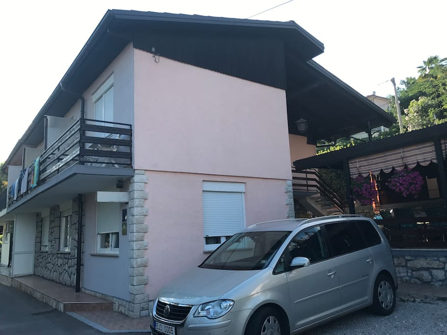 Side View of the Apartmani Enzo House