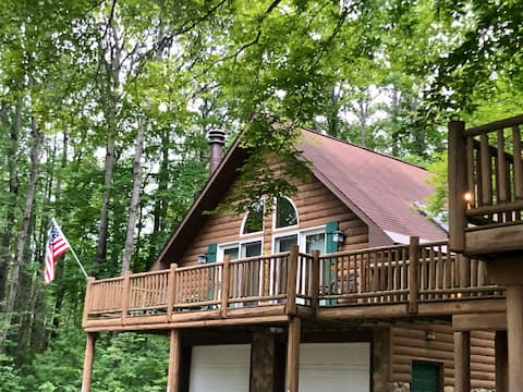 Log Cabin Lofthouse in the Woods