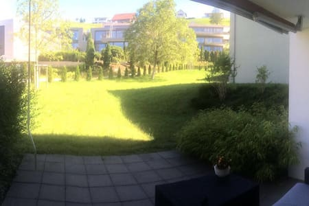 Nice room in flat with great view - Feusisberg - Apartment