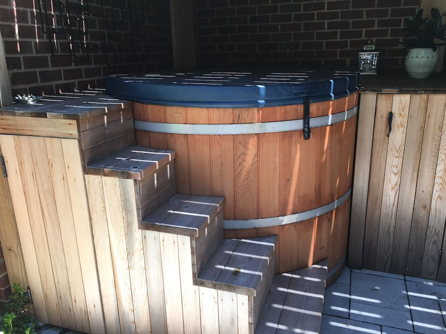 Cedar Barrell - 6 person hot tub