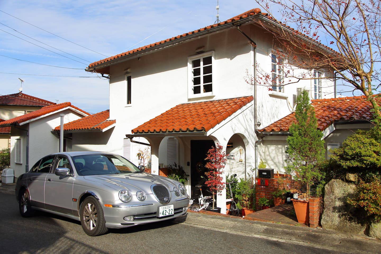 Italian Style house, English car in Hieizan Sakamoto a few trains stops from Kyoto