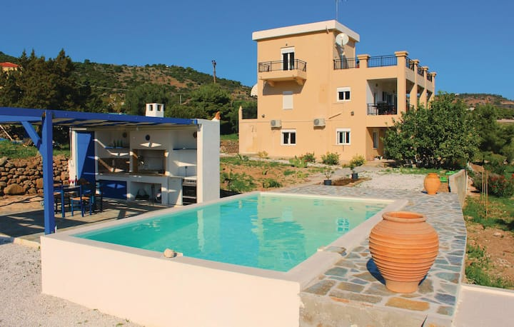 Amazing home in Aegina with WiFi and 2 Bedrooms