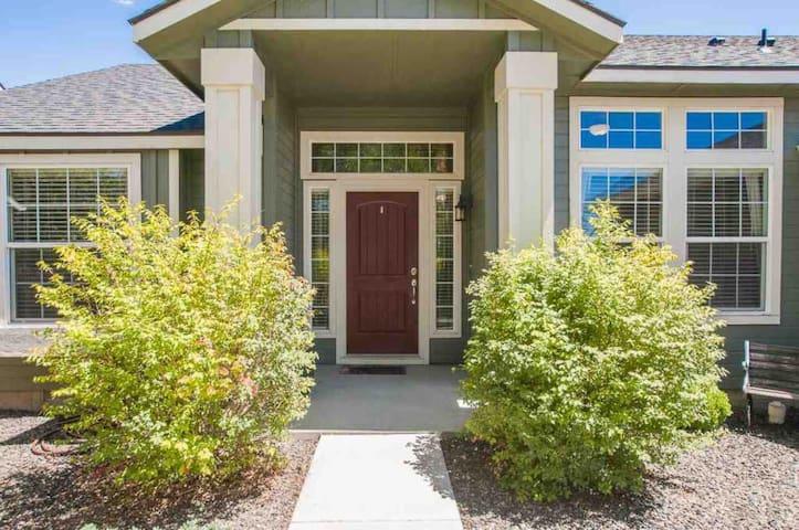*NEW! Modern & Clean Meridian Home w/ Foosball