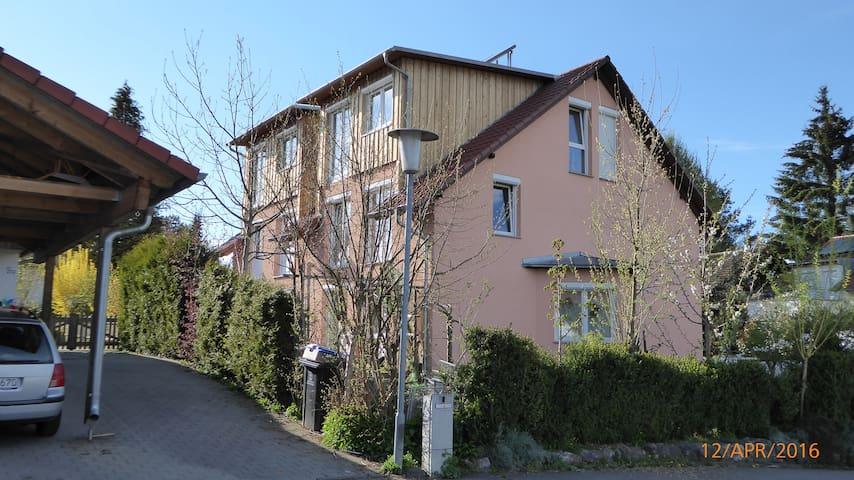Helles Apartment 35 m² mit Balkon im Dachgeschoss - Überlingen - Leilighet
