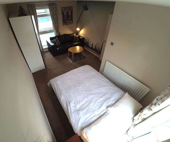 Spacious double room with views for 4 people max - Hartley