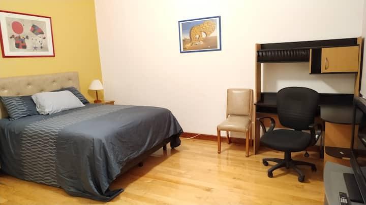 Acogedora habitación, excelente ubicación. Roma!
