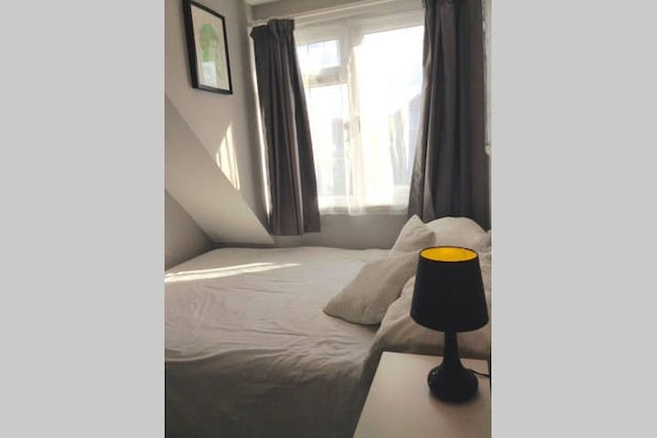 Double Bedroom in Three Bed-Semi - Keyworth - Haus