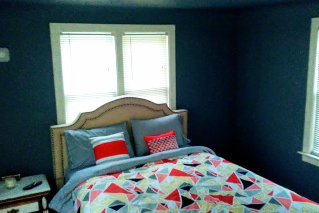 Brand spankin new bed with private bathroom! Cozy flannel bedding and large closet on ground floor. Quiet and cozy.