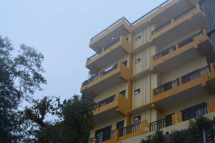 Sweet Home with a Magnificant Sunset View - Nainital - Bed & Breakfast