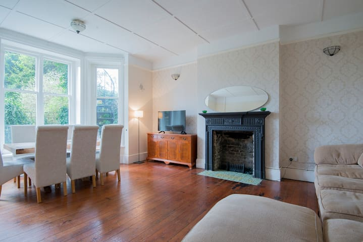 Bright & spacious 2 bed garden flat - Hove - Lägenhet