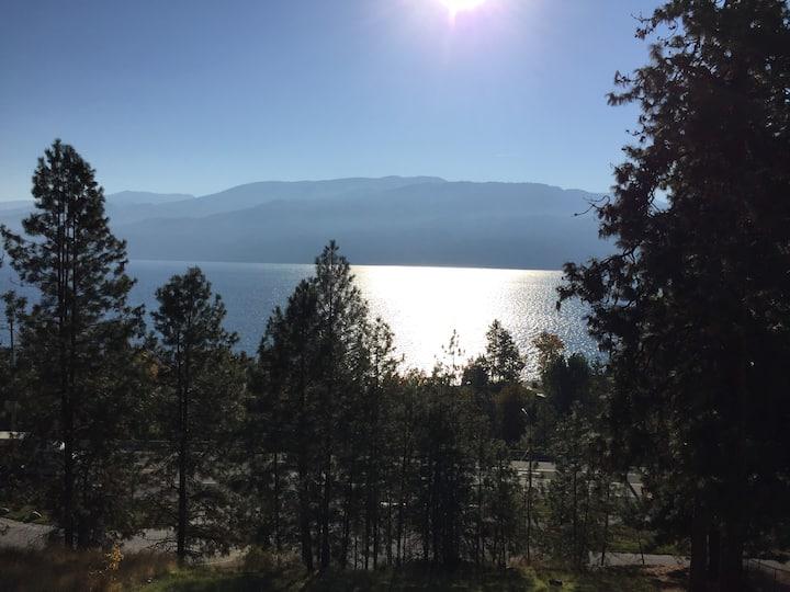 Spacious Okanagan Retreat w/lake views