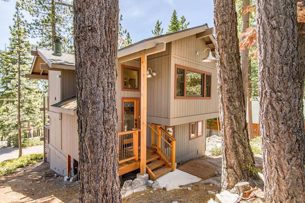 Your 4BR/3BA rental is ideally located in Rubicon Bay.