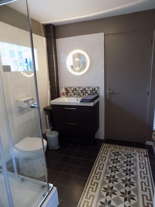 Salle de bain refaite à neuf récemment