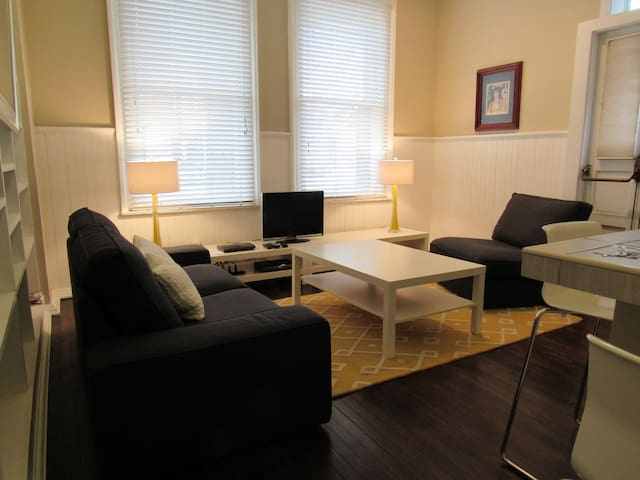 Bright Precinct Conversion 1 Bdrm Apt w/ Parking