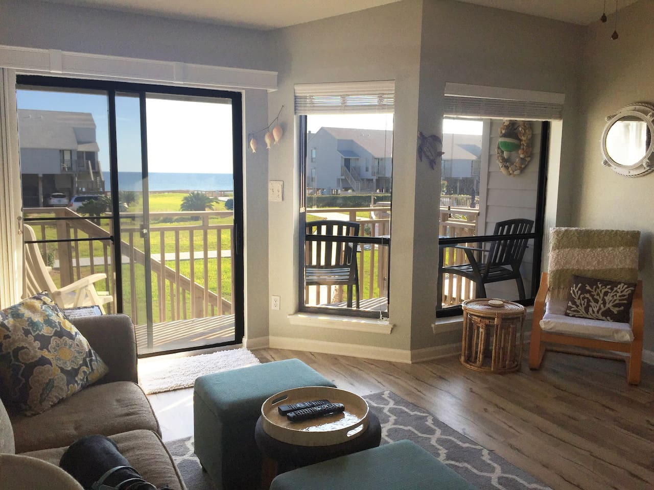Want to enjoy the view, but don't feel like leaving the couch?  Our place offers great ocean view from the living and kitchen area.