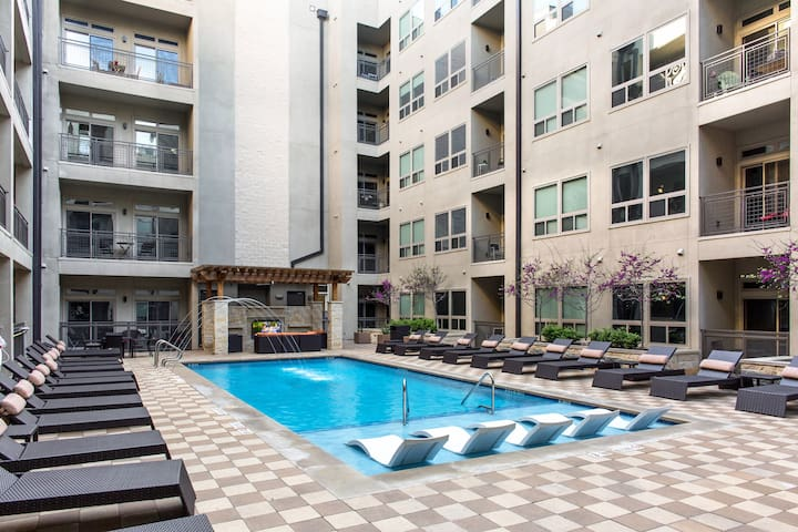 Outstanding Austin Condo with Outdoor Pool!
