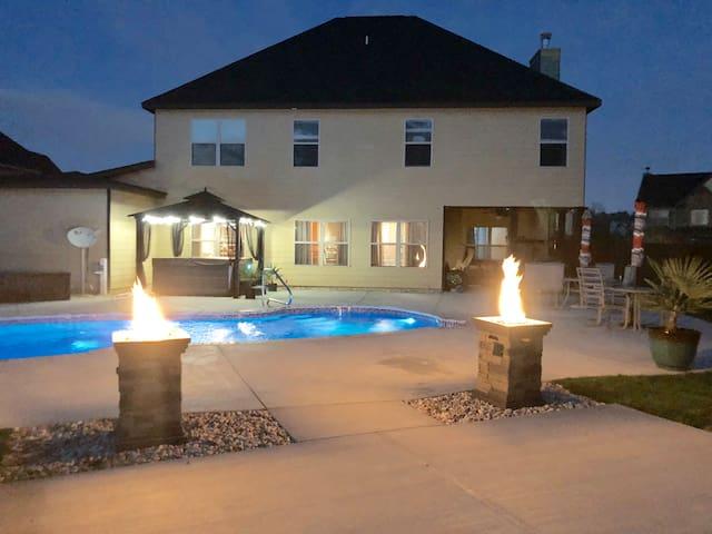 Masters week, w/private pool & spa!