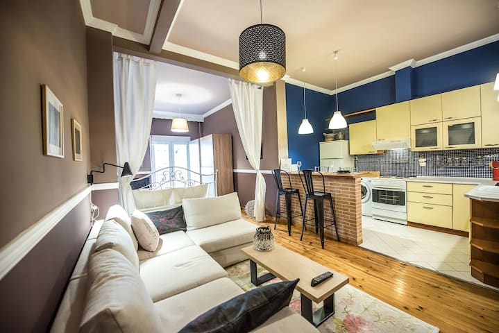 QR #Alice: Hearty & Cozy City Center Apartment