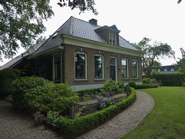 Attractive holidayhome with bikes nearby Giethoorn - Nijeveen - บ้าน